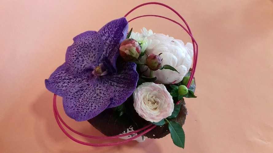 Composition florale sur assiette img5089