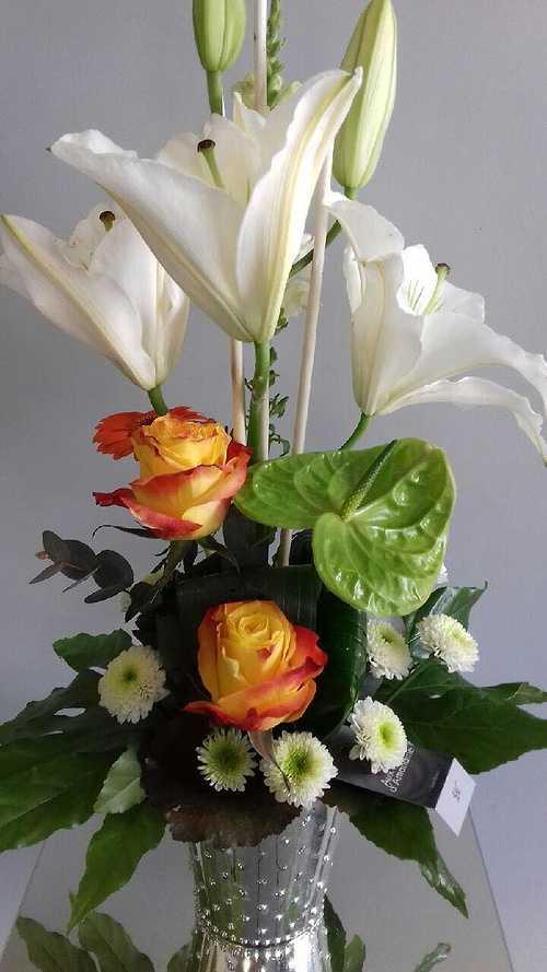 Composition de fleurs - Blanc et orange 0