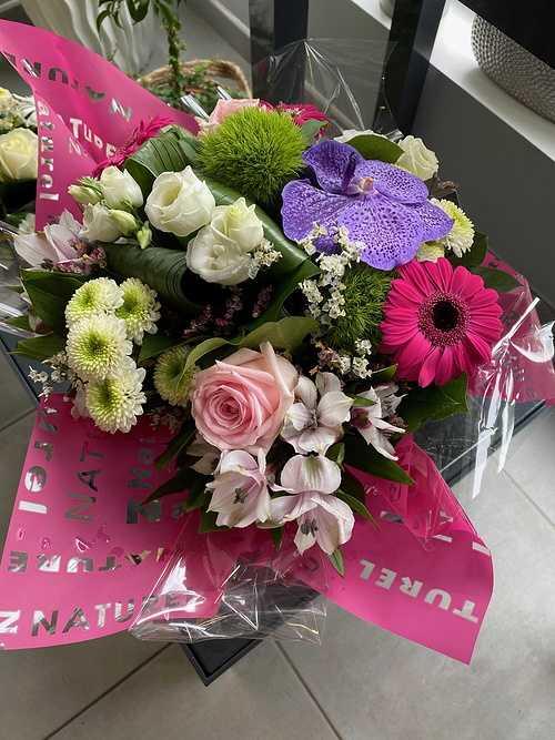 Bouquet rond avec poche d''eau img4988