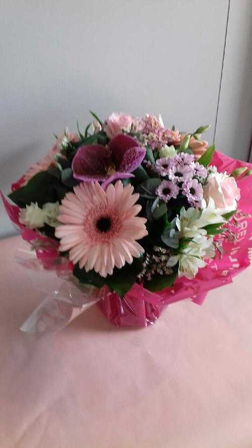 Bouquet rond avec poche d''eau img50822