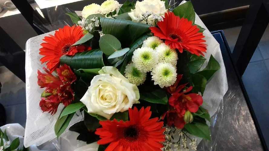 Bouquet rond avec poche d''eau img5109