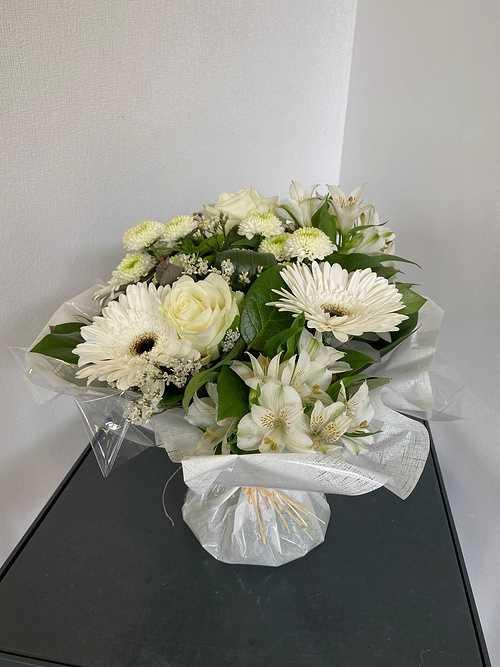 Bouquet rond avec poche d''eau img5127