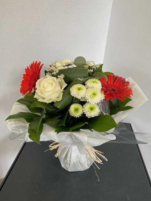 Bouquet rond avec poche d''eau img5128